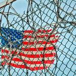 Donald Trump - Bandera de EEUU entre rejas